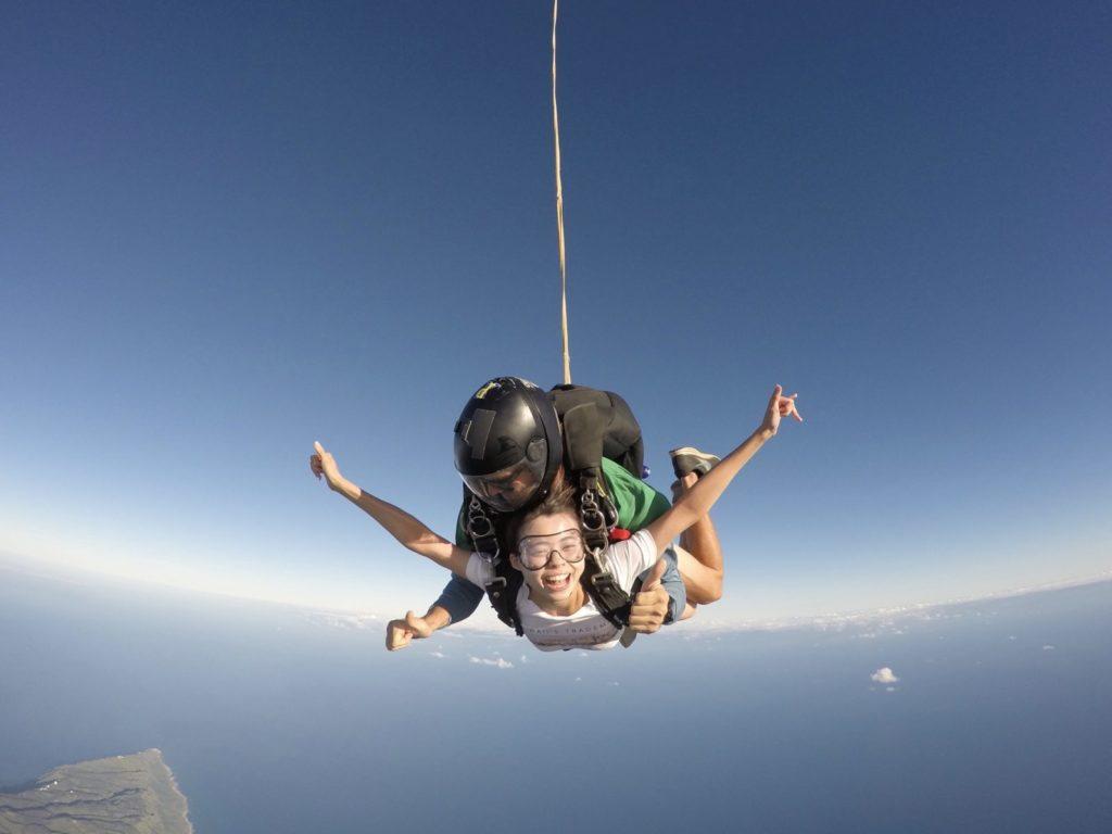 上空4000mからスカイダイビング!「いち、にの、さん!」で思い切りよく飛びました!